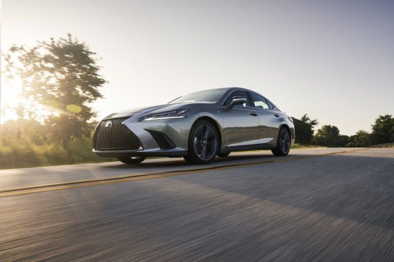 Lexus ES po raz pierwszy z napędem na cztery koła