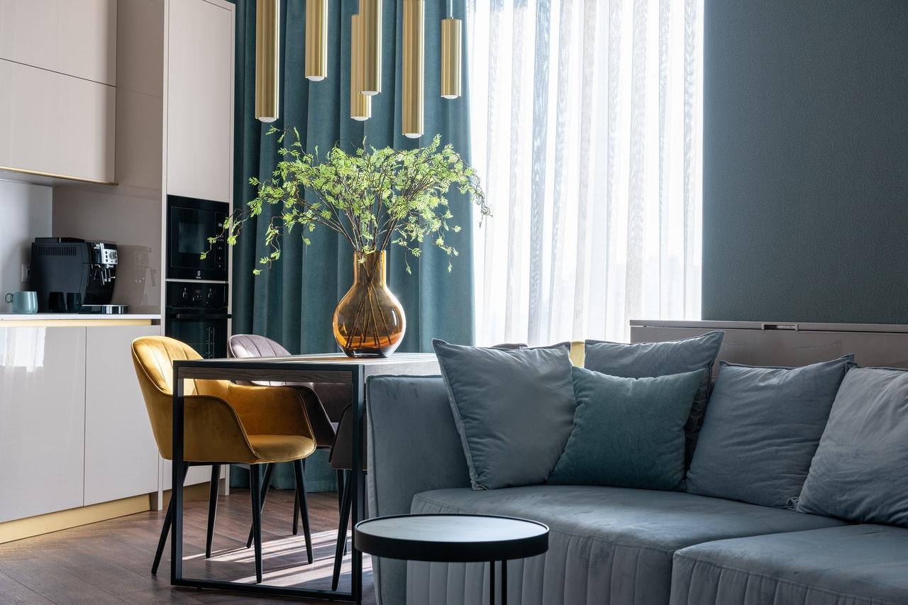 Lille: perfekcyjna sofa do małych przestrzeni w miejskim stylu