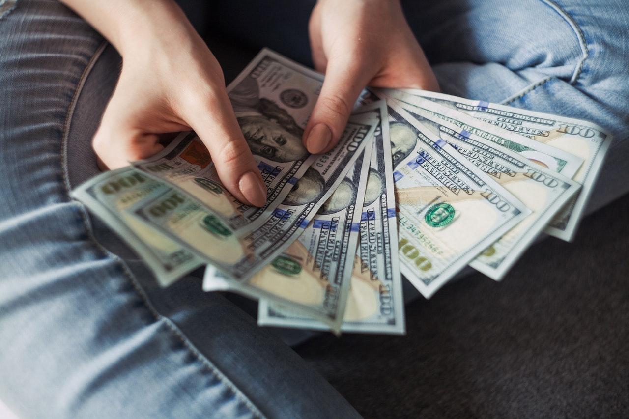 O pieniądzach jak Polak z Polakiem – czy finanse to łatwy temat?