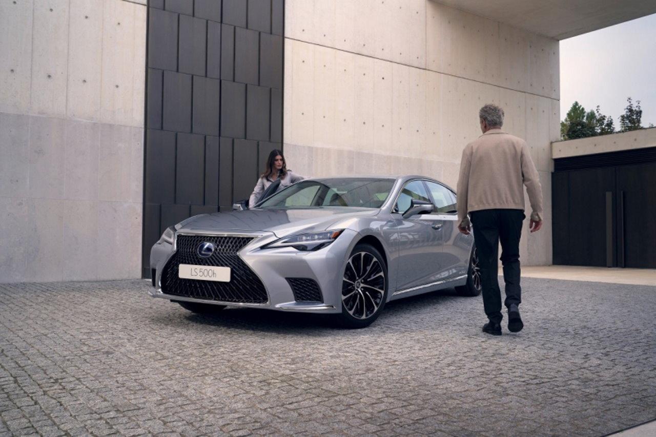 Te zabiegi projektantów sprawiają, że Lexusy wyróżniają się na ulicy